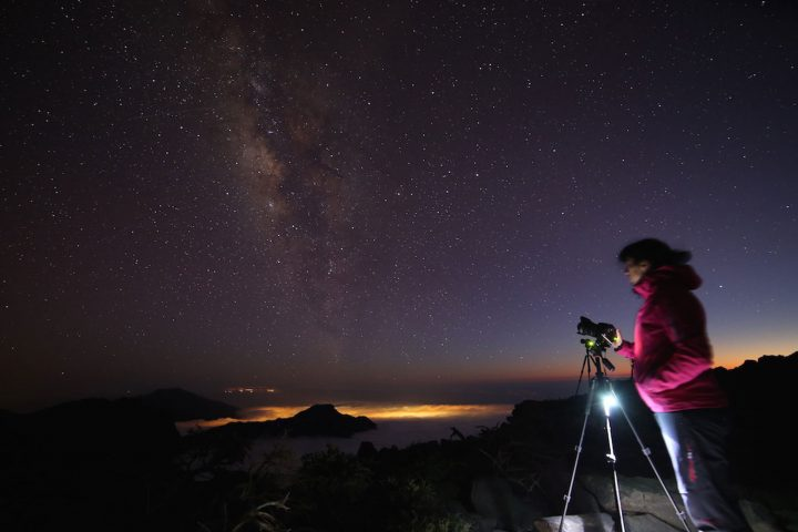 Photographying and observing the Milky Way from Pico de La Cruz with views to the south of the island and the Caldera de Taburiente, La Palma