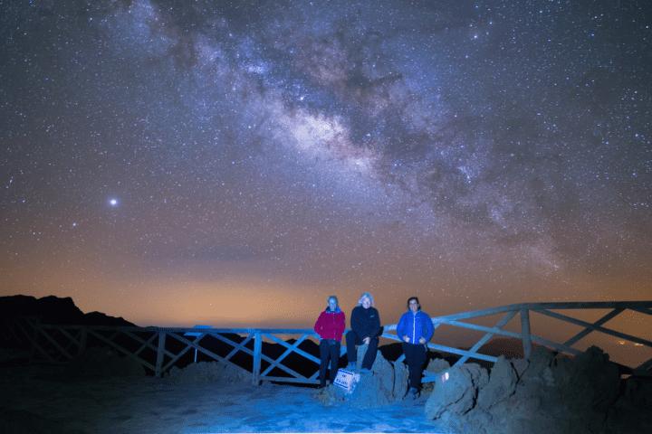 Espectacular Vía Láctea vista desde el Mirador de Andenes en La Palma. Foto de equipo de AstroLaPalma