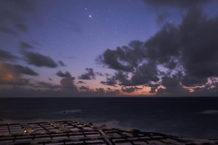 Fotografía de paisajes nocturna. Conjunción de Júpiter y Saturno desde las Salinas de Fuencaliente, La Palma