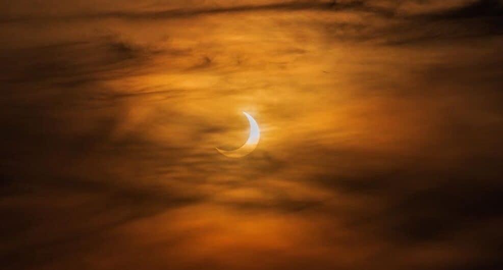 Eclipse solar 2021 by Babak Tafreshi